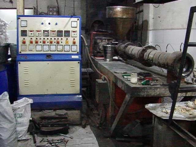 Video : नोटबंदी की मार : नोएडा की फैक्ट्रियों में उत्पादन 40 फीसदी तक गिरा