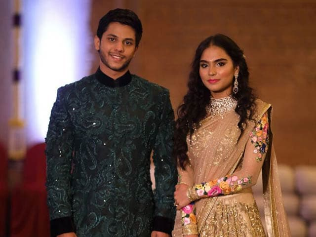 Videos : बेंगलुरु : 500 करोड़ की शाही शादी सुर्खियों में, सड़क से संसद तक चर्चा