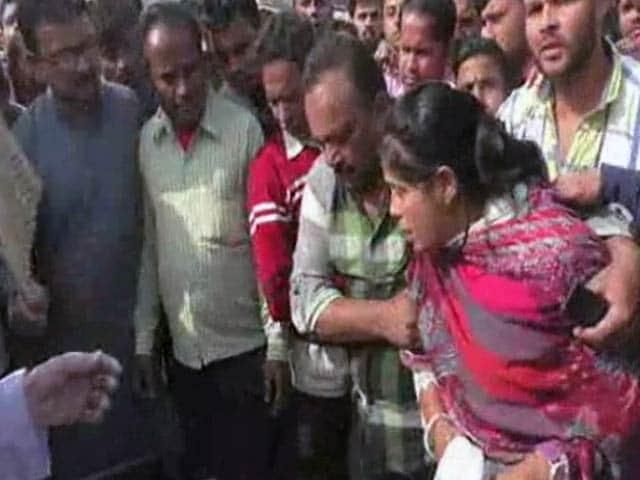 Video : इंडिया 7 बजे : नोट के लिए मारा-मारी