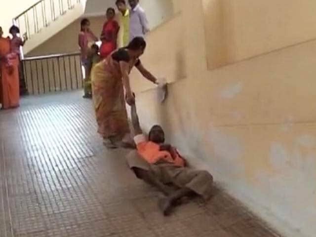 Video : At Andhra Hospital, Wife Had To Drag Him Behind Her Up A Ramp
