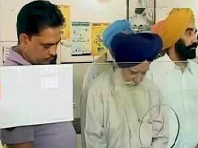 Video : इंडिया 8 बजे : देशभर के बैंक शनिवार को केवल वरिष्ठ नागरिकों के पुराने नोट बदलेंगे
