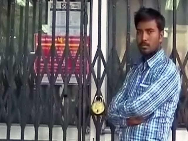 Videos : बैंकों में आज केवल अपने ही ग्राहकों के लिए सेवाएं, वरिष्ठ नागरिकों को छूट