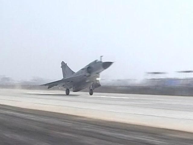 Video : आगरा-लखनऊ एक्सप्रेस-वे का उद्घाटन, लड़ाकू विमानों ने टच डाउन किया