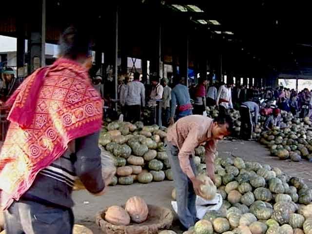 Videos : नोटबंदी की मार : किसान मंडियों में उधार में बेच रहे हैं सब्जी