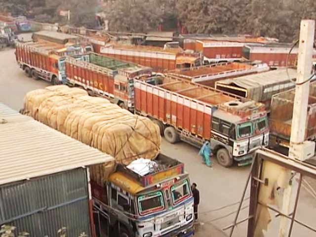 Video : No Hires Among Thousands Of Truckers Stranded Jobless Amid Cash Crunch