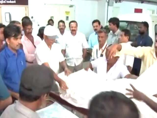 Video : Minister Sadananda Gowda Pays By Cheque To Get Brother's Body Released