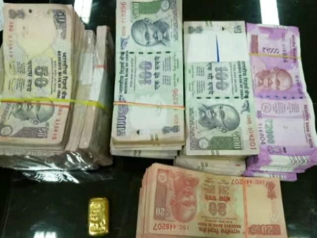 Videos : अहमदाबाद में कार से मिले 2000 रुपये के 500 नए नोट