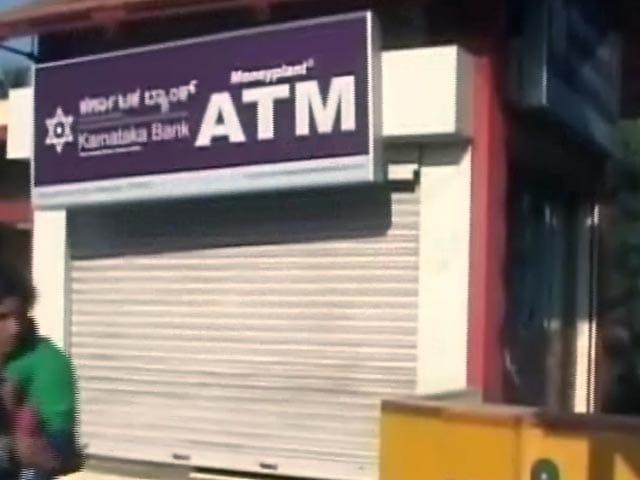 Video : नए नोटों के लिए एटीएम तैयार नहीं, सौ के नोट भी नहीं डाले गए
