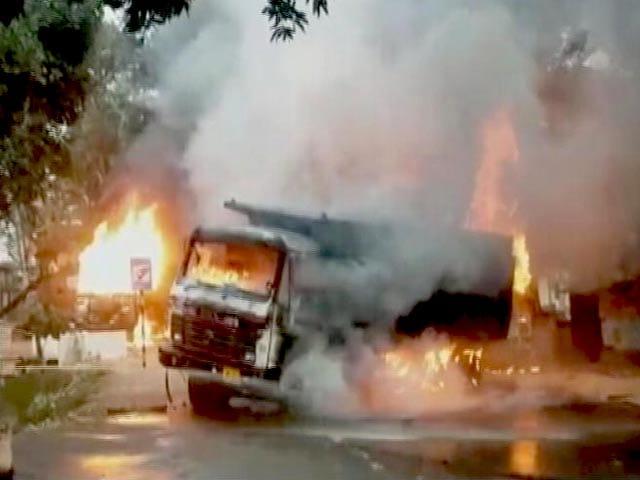 Video : झारखंड बंद के दौरान जमकर हंगामा, पुलिस ने बरसाईं लाठियां