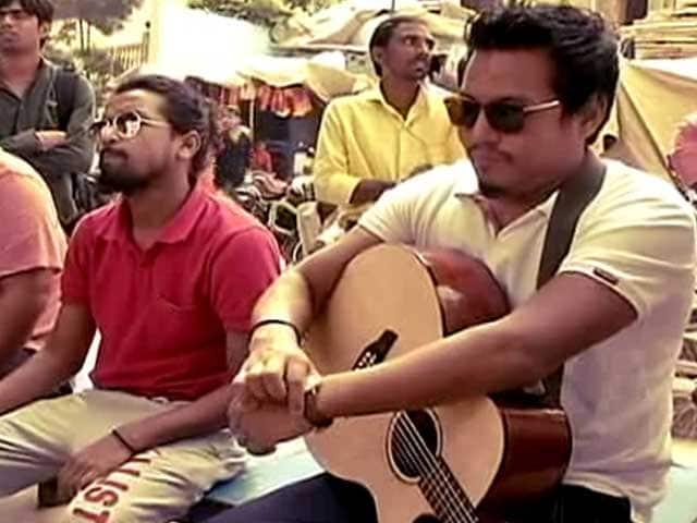 Video : Kabir Cafe: Singing Kabir On The Ghats Of Varanasi