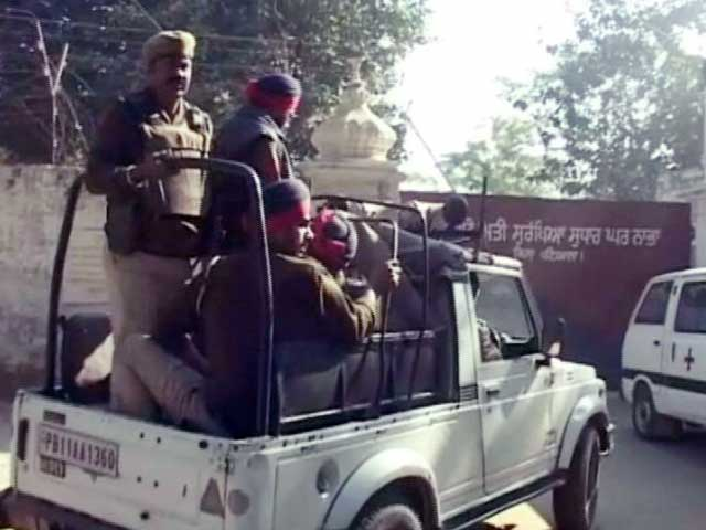 Video : इंडिया 9 बजे : नाभा जेल से भागे कैदियों का एक मददगार गिरफ्तार