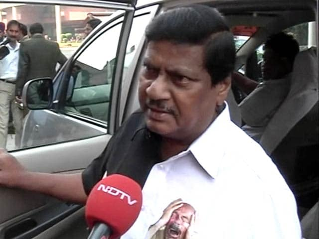 Video : Andhra MP, Using Outfit To Make Point On Notes Ban