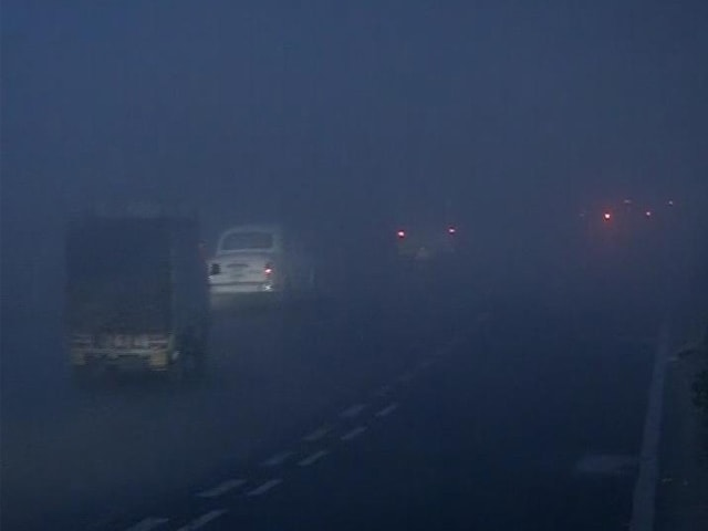 Video : Dense Fog In Delhi, Season's First; Flights Affected