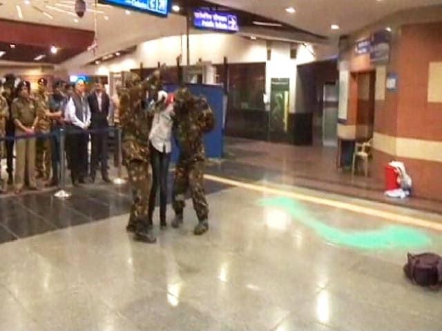Video : केमिकल हमले से बचने के लिए मेट्रो स्टेशन पर मॉक ड्रिल