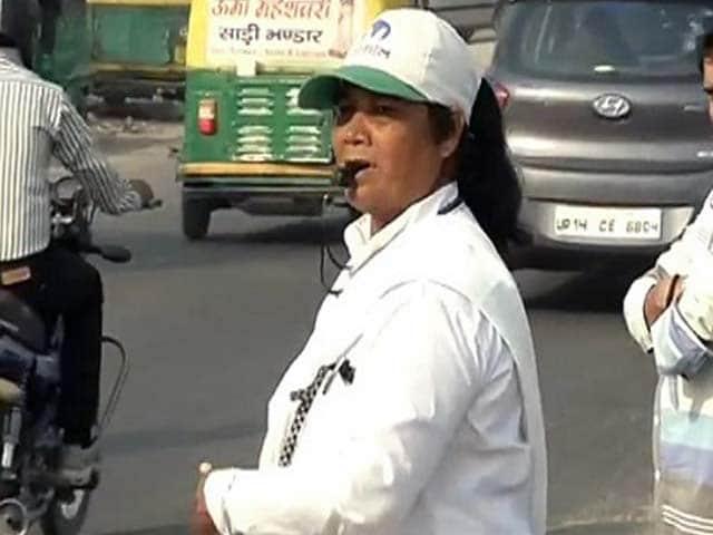 Video : NDTV की खबर के बाद 'ट्रैफिक योद्धा' डार्रिस फ्रांसिस की मदद के लिए आगे आए लोग