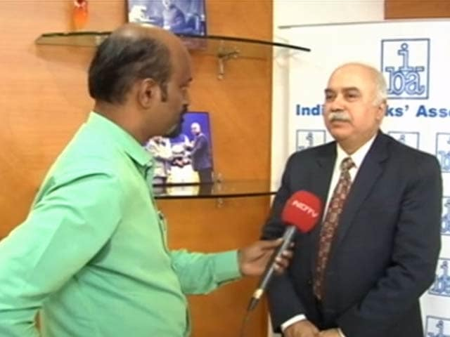 Video : 500 के नोट कम लेकिन तनख्वाह बांटने में कोई परेशानी नहीं : IBA प्रमुख राजीव ऋषि