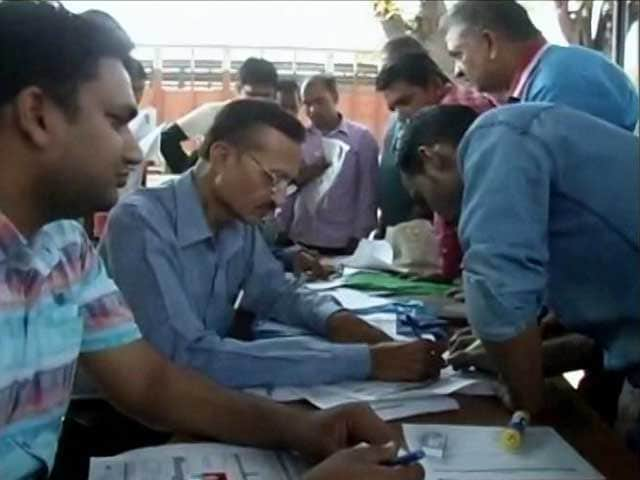 Video : Bank Camps Come Up In Jaipur As Workers Get Ready For Pay Day