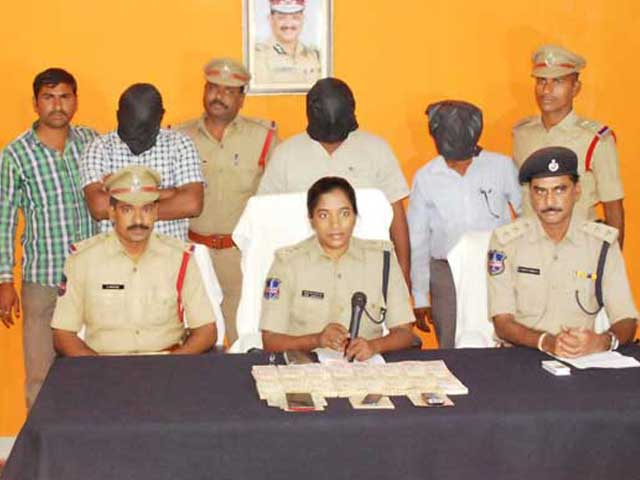 Video : Maoists Extorting Money Gave Him 2 Bags Of Cash To Exchange