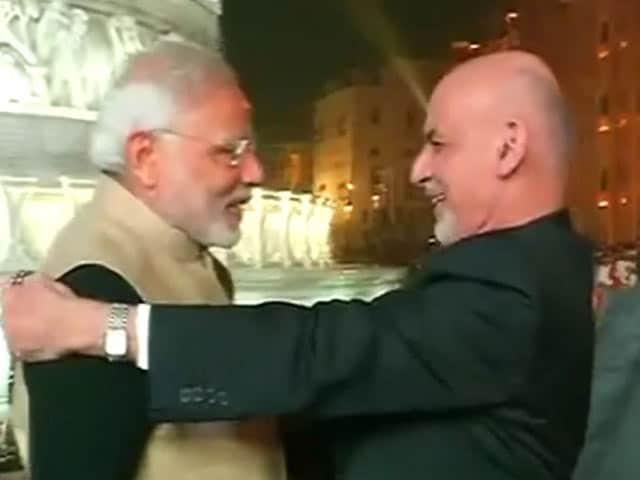Video : पीएम नरेंद्र मोदी और अफगान राष्ट्रपति अशरफ़ गनी स्वर्ण मंदिर पहुंचे
