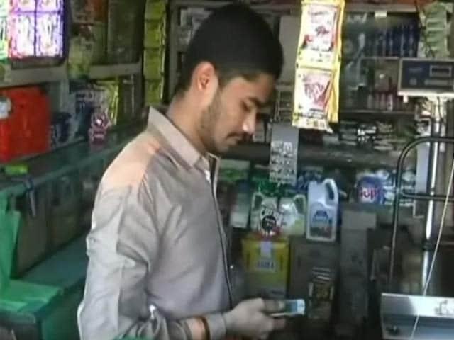 Videos : देश की राजधानी दिल्ली, आर्थिक राजधानी मुंबई नहीं, एक गांव हुआ 'कैशलेस'