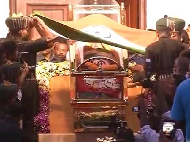 Video : President Pranab Mukherjee Condoles Jayalalithaa's Death