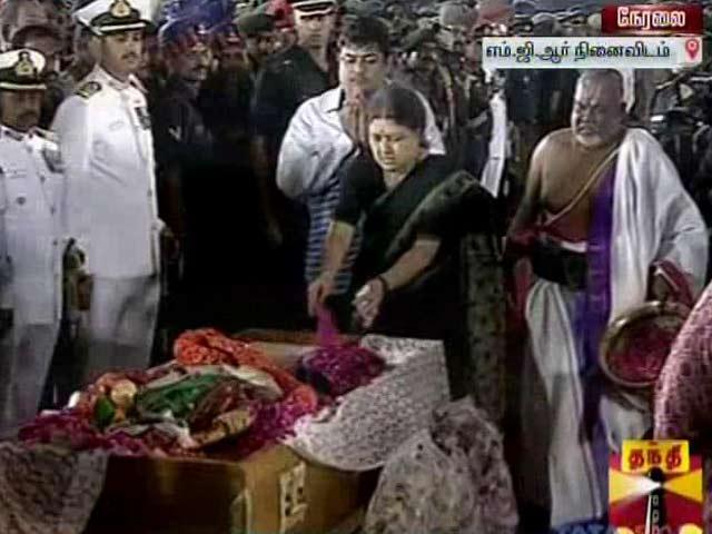 Videos : इंडिया 7 बजे : जयललिता को अंतिम विदाई