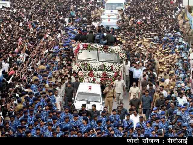 Videos : प्राइम टाइम इंट्रो : पूरे राजकीय सम्मान के साथ जयललिता का अंतिम संस्कार