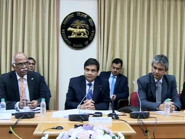 Video : RBI Unexpectedly Keeps Rates Unchanged Despite Cash Crunch