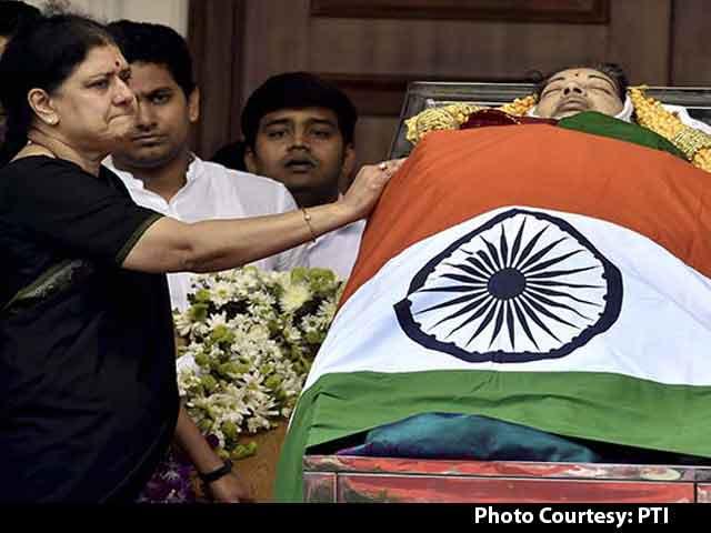 Video : Sasikala Natarajan's Alleged Midnight Coup Stunned Jayalalithaa's Party