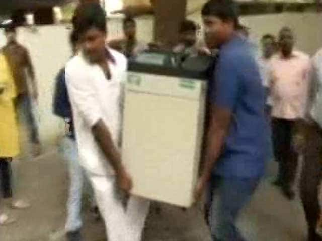 Video : Rs. 90 Crore Cash, 100 Kg Gold Found In Income Tax Raids In Chennai