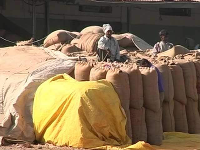 Videos : गेहूं पर आयात शुल्क हटाने को लेकर राज्यसभा में हंगामा