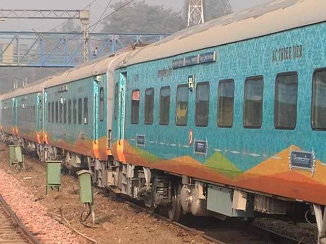 Video : आने वाली है हमसफर एक्सप्रेस, आनंद विहार से गोरखपुर के बीच चलेगी पहली ट्रेन