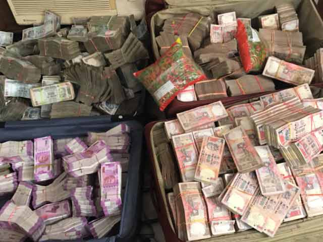 Video : Over 13 Crores Seized From South Delhi Law Firm T&T, 2.5 Crores In New Notes