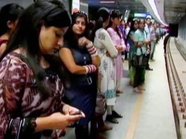 Video : दिल्ली मेट्रो ने स्मार्ट कार्ड रिचार्ज की सीमा बढ़ाकर 2000 रुपये की
