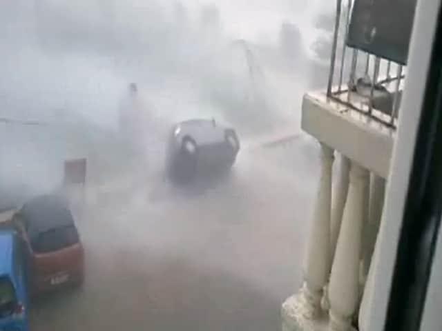 Video : इंडिया 8 बजे : 'वरदा' तूफान में उड़ती दिखीं कारें