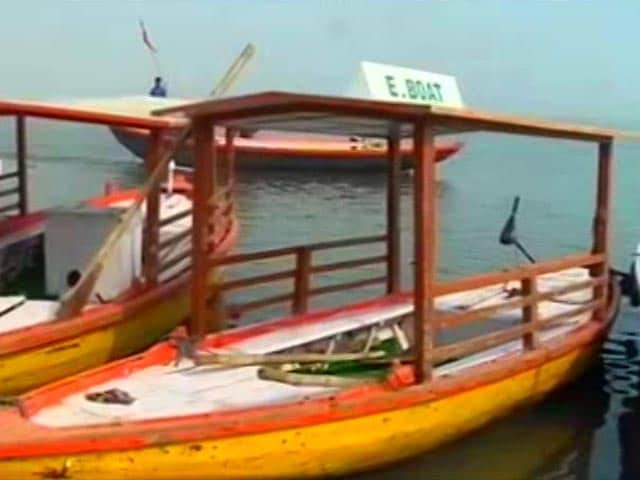 Video : Diesel Clouds Varanasi Air As PM Modi's Electric Boats Fail To Catch Wave