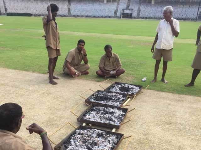Videos : चेन्नई टेस्ट : चक्रवात 'वरदा' के असर के चलते मैच से पहले अभ्यास में मुश्किल