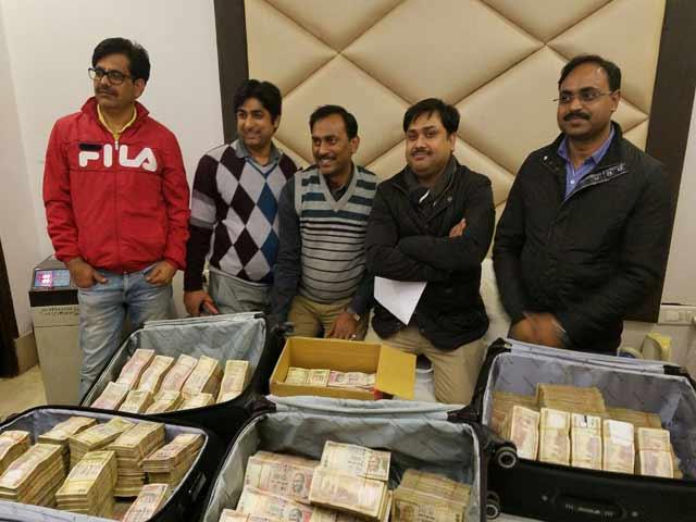 Video : बड़े हवाला रैकेट का भंडाफोड़, दिल्ली के होटल से 3.25 करोड़ रुपये बरामद