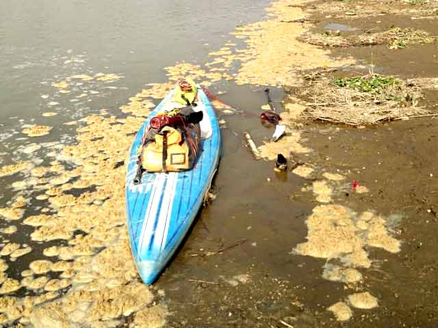 Video : A Woman Paddle-boards Across The Ganges To Spread The Swachh Message