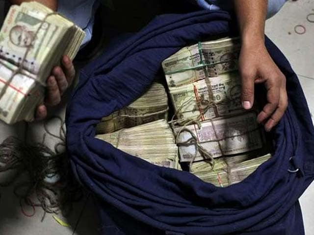 Video : 7 Crores In 9 Accounts At Kolkata Bank, Probe Begins