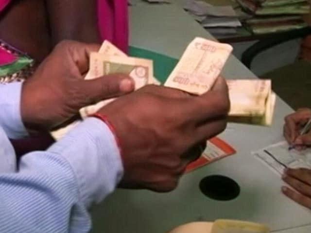 Videos : नोटबंदी पर फिर बदला नियम : 5000 रुपये पर सर्कुलर वापस लिया