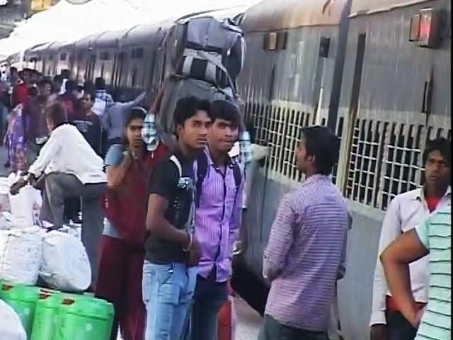 Videos : कुछ प्रीमियम ट्रेनों का किराया घटा, फलेक्सी फेयर सिस्टम में रेलवे ने किए बदलाव