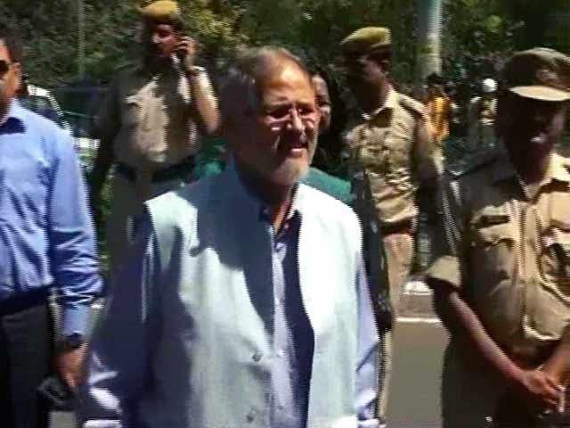 Videos : दिल्ली के उपराज्यपाल नजीब जंग ने इस्तीफा दिया, केजरीवाल को कहा- 'धन्यवाद'...