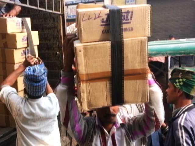 Videos : नोटबंदी के साइट इफेक्ट, कमीशन देकर दूसरों के खाते से गांव पैसा भेज रहे हैं मजदूर