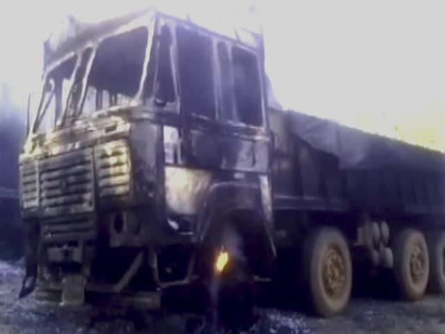 Videos : महाराष्ट्र : नक्सलियों ने सूरजगढ़ में 76 ट्रक जलाए