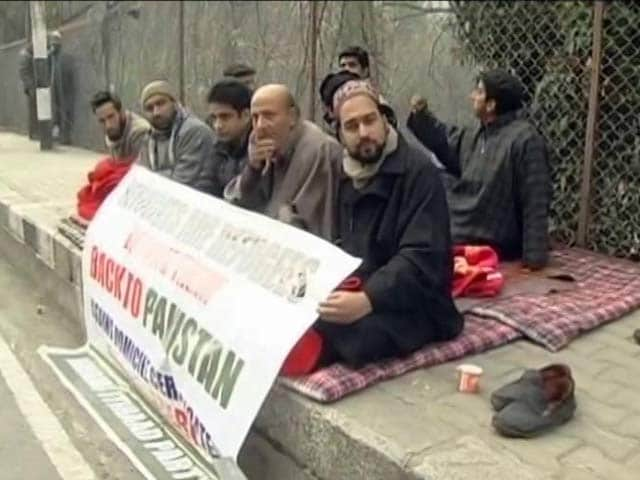 Video : Jammu And Kashmir Lawmaker Detained For Protest Outside Chief Minister's Home