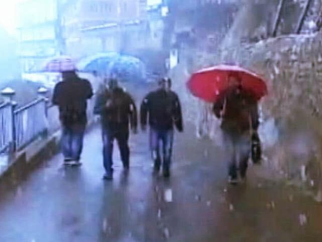 Video : हिमाचल में मौसम की पहली बर्फबारी, दिल्ली में भी पारा लुढ़का