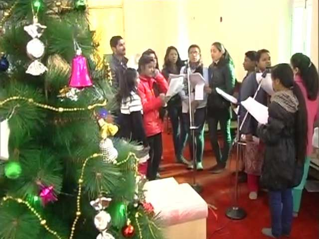 Video : Muted Celebrations In Srinagar Church In Solidarity With Victims Of Kashmir Unrest