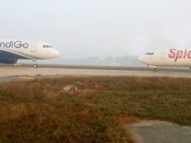 Video : दिल्ली एयरपोर्ट पर टला हादसा, विमान आपस में टकराने से बचे