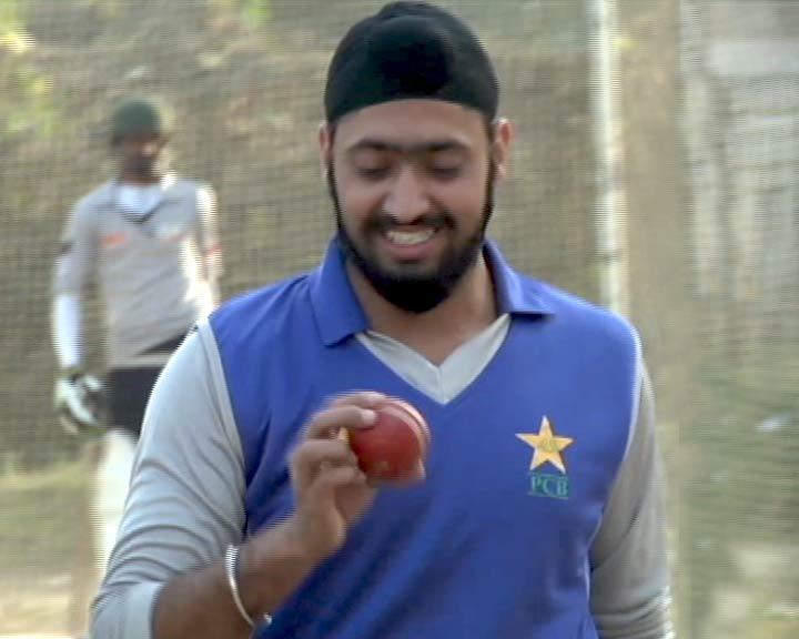Videos : पाकिस्तान की राष्ट्रीय क्रिकेट अकादमी में चुना गया पहला सिख क्रिकेटर